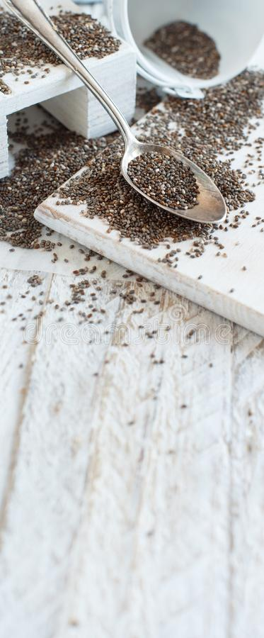 Семена Chia с ложкой металла стоковая фотография