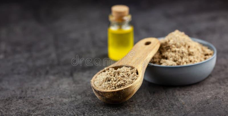 Семенить семена marianum и масла Silybum thistle молока на темной предпосылке стоковые фотографии rf