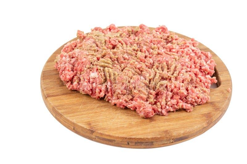 Семенить смесь мяса на деревянной доске для kebabs стоковые фотографии rf