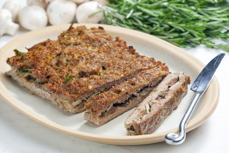семенить хэш мяса говядины заполненный с champignons и травами стоковое фото