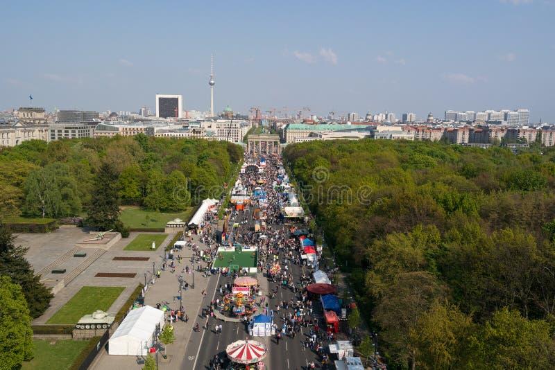 семнадцатая из улицы в июне, и строб Бранденбурга стоковые фотографии rf