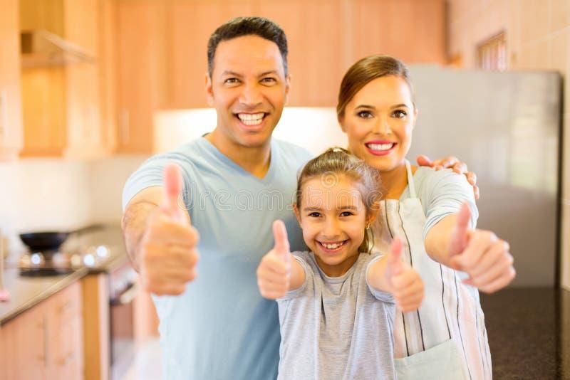 Семья давая большие пальцы руки вверх стоковые изображения rf