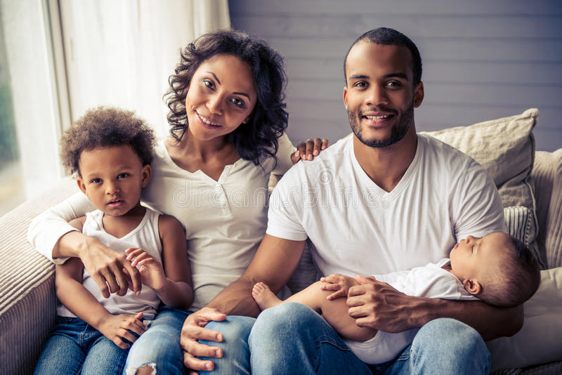 Семья американца Афро стоковое изображение rf