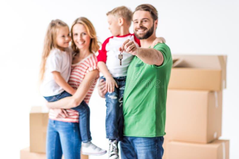 Семья двигая в новый дом стоковые фото