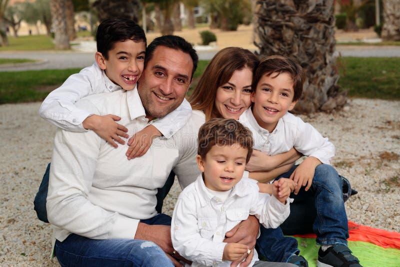 Семья в парке в Elche стоковые изображения
