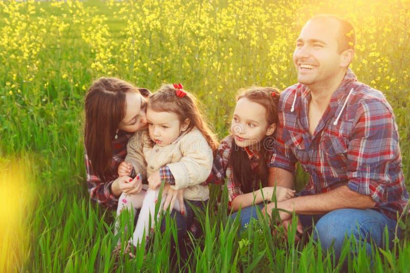 Семья в поле стоковая фотография rf