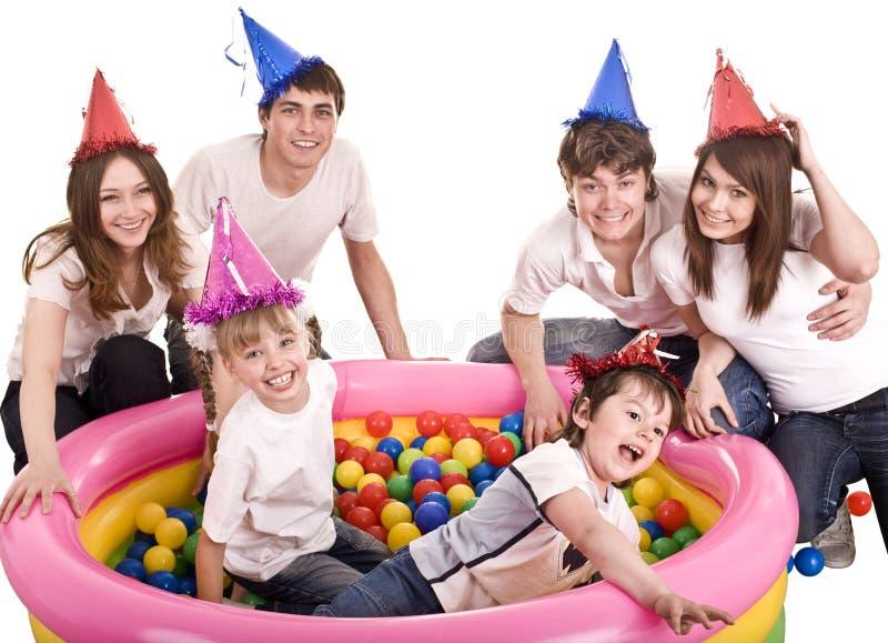 семья детей дня рождения счастливая стоковое фото rf