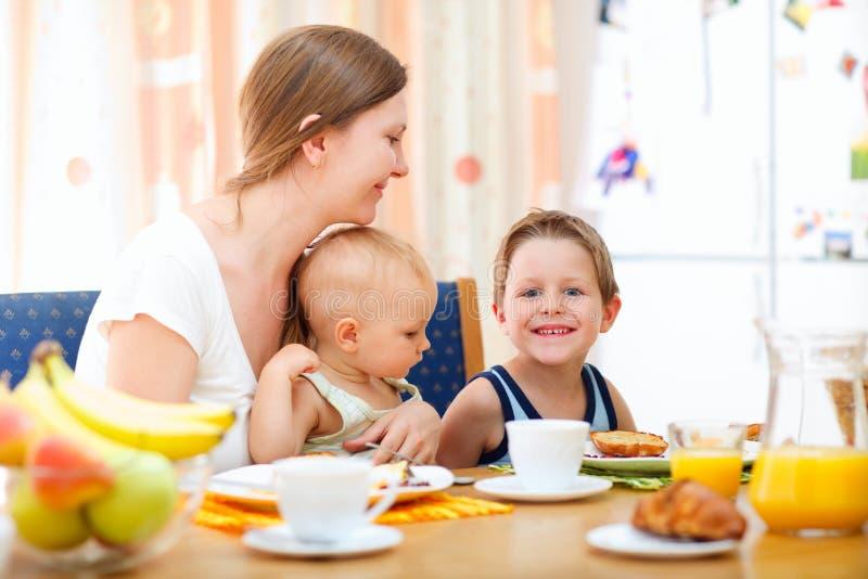 семья завтрака стоковая фотография rf