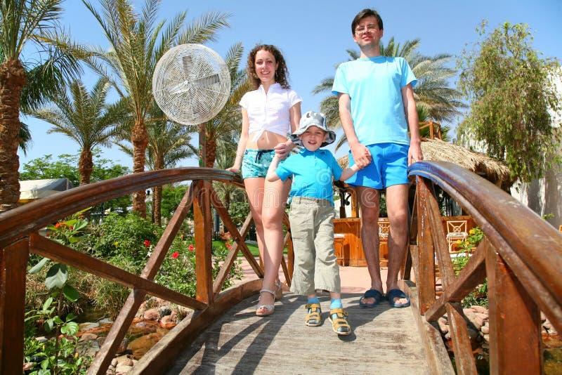 Семья на мосте Бесплатная Стоковая Фотография