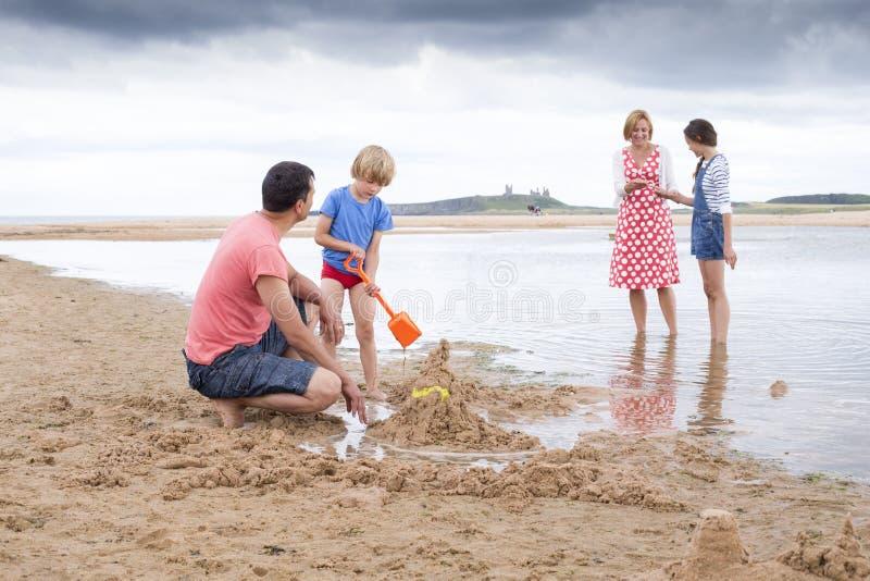 Семья на пляже стоковое фото rf
