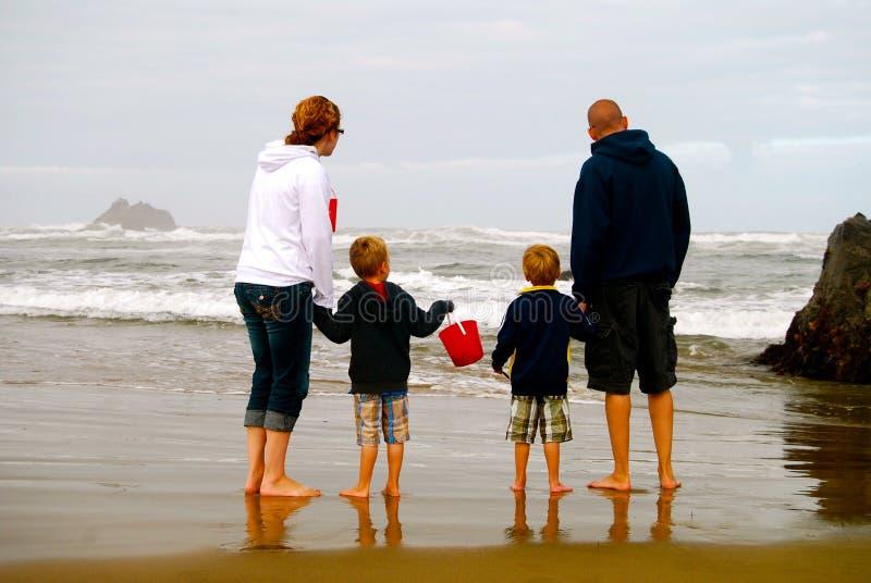 Семья на пляже стоковые фото