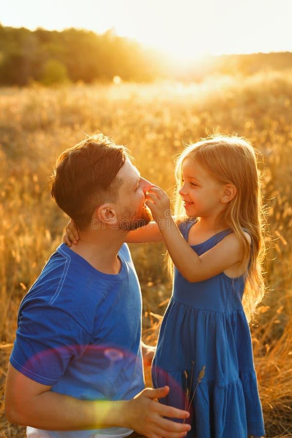 Семья Отец и дочь стоковая фотография