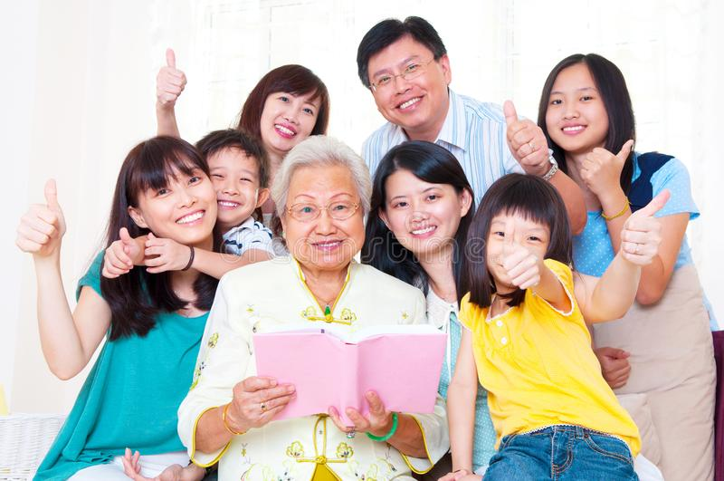 Семья поколений азиата 3 стоковое изображение
