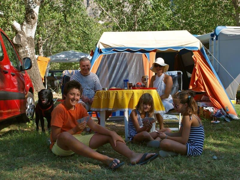 семья собаки лагеря