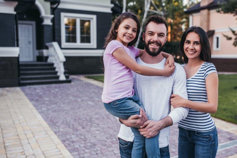 семья счастливая outdoors стоковые изображения rf