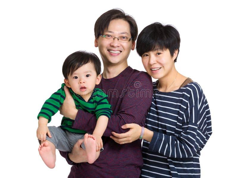 Семья с сыном отца, матери и младенца стоковые фотографии rf