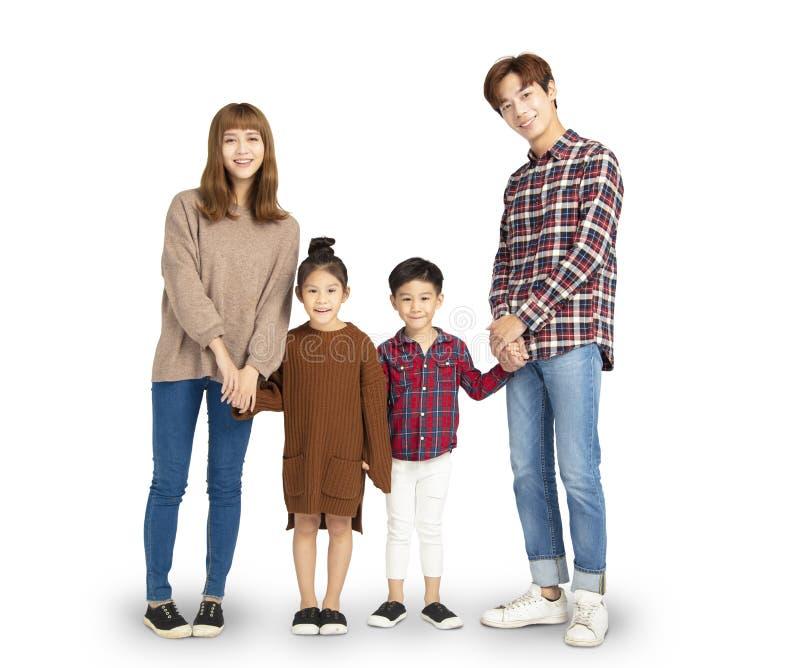 семья усмехаясь и стоя совместно стоковая фотография