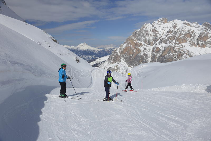 Семья лыжи стоковые фотографии rf