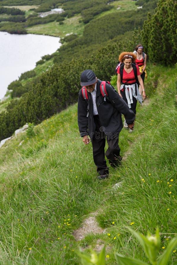 Семья hikers стоковая фотография