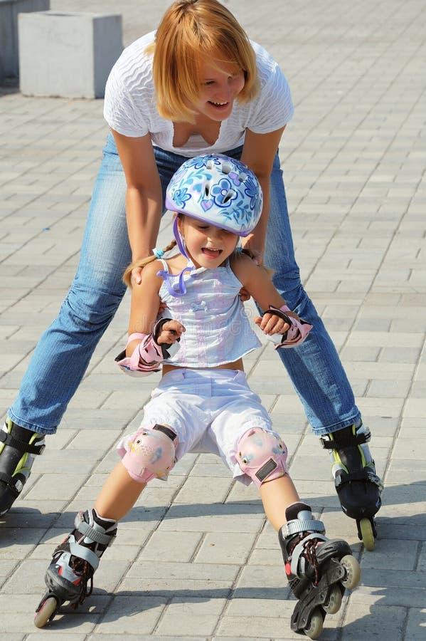 семья rollerblading стоковое изображение rf