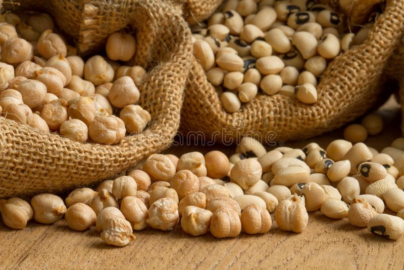 Семя зерен гороха и фасоли в мешке стоковое изображение rf