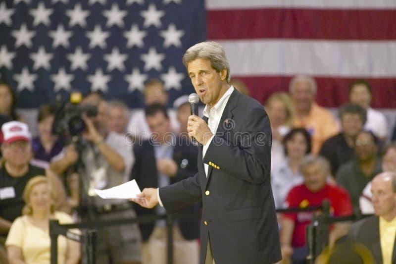 Сенатор Джон Керри адресуя аудиторию старшиев в центре Rec взгляда долины, Henderson, NV стоковая фотография