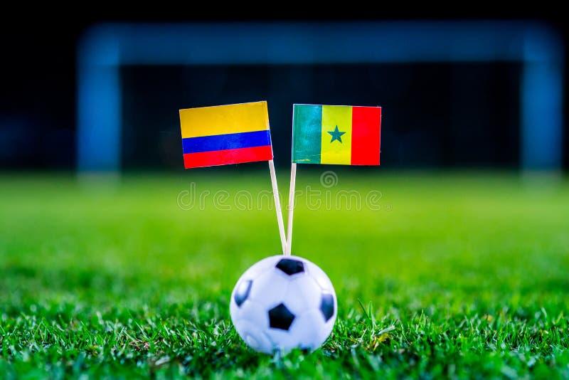 Сенегал - Колумбия, группа h, Thursday, 28 Футбол -го июнь, кубок мира, Россия 2018, национальные флаги на зеленой траве, белом ф стоковое изображение rf