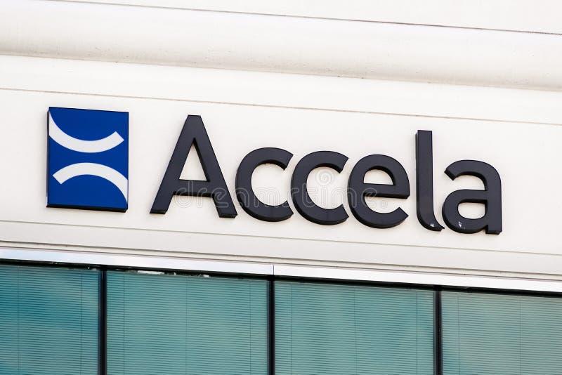25 сентября 2019 Сан-Рамон / CA / USA - логотип Accela в их штаб-квартире в заливе Ист-Сан-Франциско; Компания Accela Inc разраба стоковые изображения