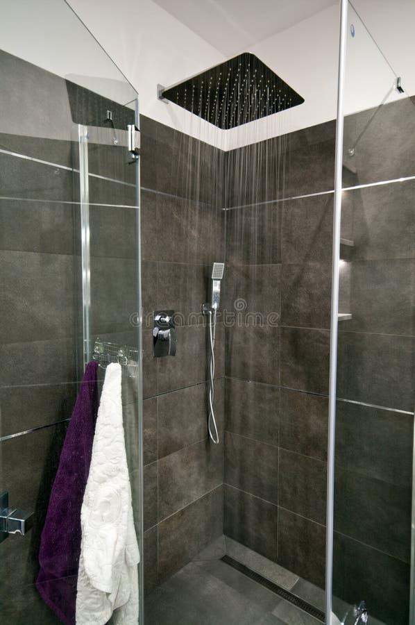 Серая ванная комната стоковые изображения