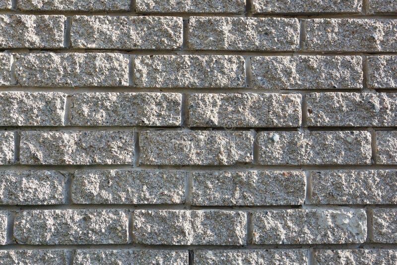 Серая кирпичная кладка используемая в конструкции каменного дома T стоковые изображения rf