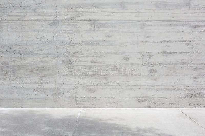 Серая конкретная грубая стена и пустой пол стоковая фотография rf
