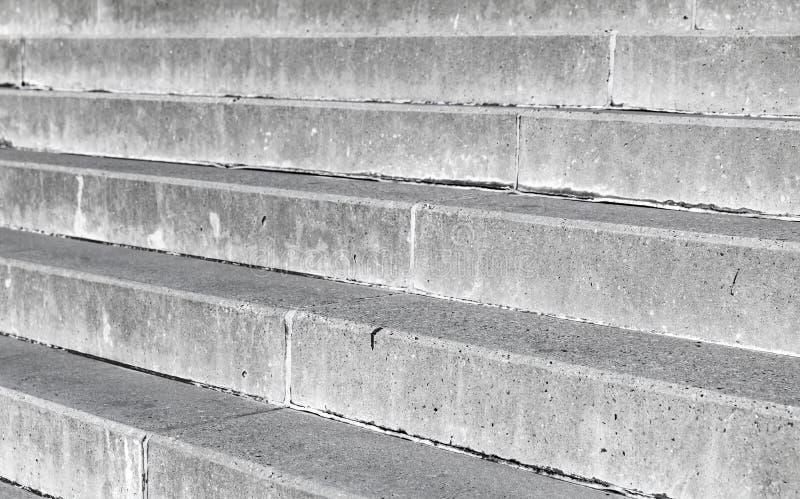 Серая конкретная предпосылка лестниц стоковое фото rf