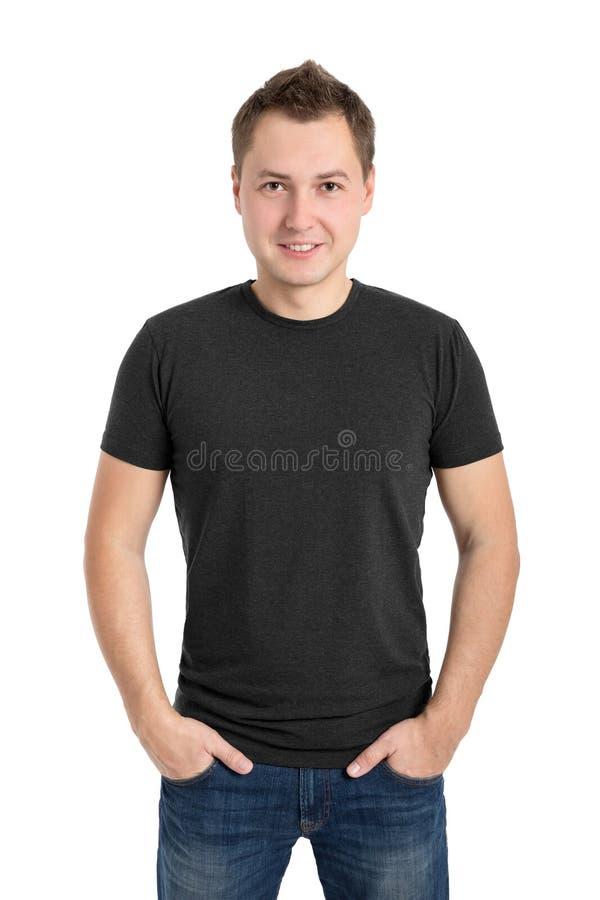 Серая футболка на молодом человеке стоковые фото