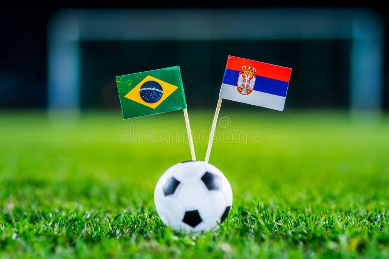 Сербия - Бразилия, группа e, Wednesday, 27 Футбол -го июнь, кубок мира, Россия 2018, национальные флаги на зеленой траве, белом b стоковое фото