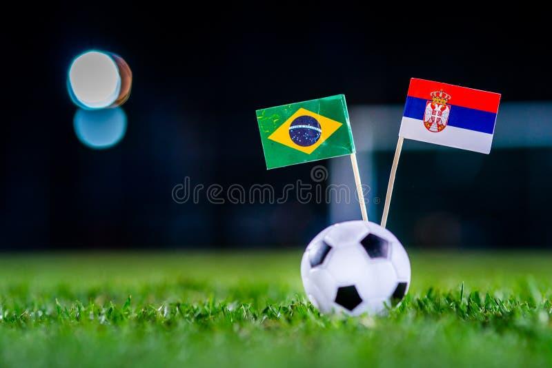 Сербия - Бразилия, группа e, Wednesday, 27 Футбол -го июнь, кубок мира, Россия 2018, национальные флаги на зеленой траве, белом b стоковые фото