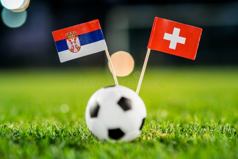 Сербия - Швейцария, группа e, Friday, 22 Футбол -го июнь, кубок мира, Россия 2018, национальные флаги на зеленой траве, белом фут стоковое фото