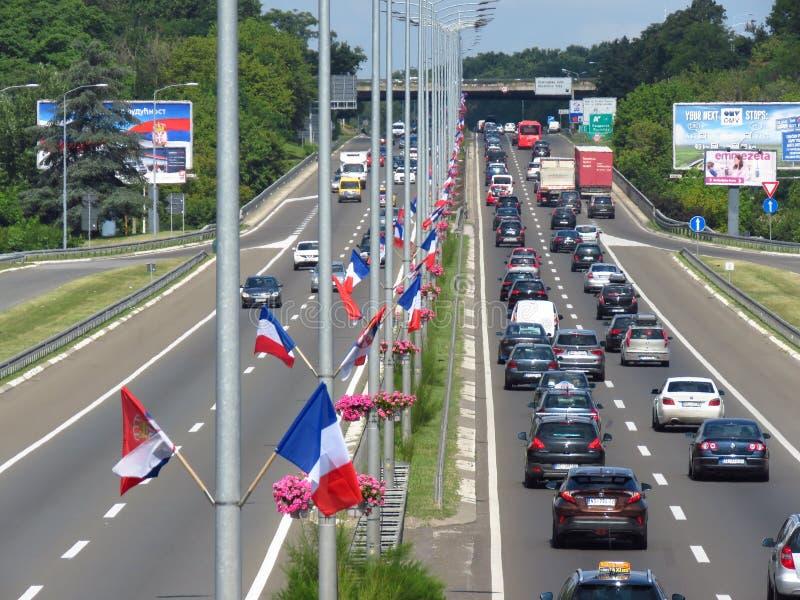 Серб и французские флаги стоковые изображения