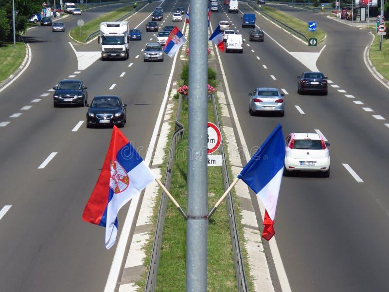 Серб и французские флаги стоковое фото