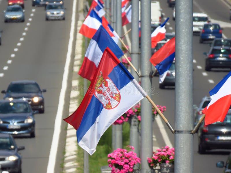 Серб и французские флаги стоковая фотография