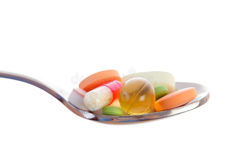 Сервировка дает наркотики витаминам и другим пилюлькам стоковое изображение