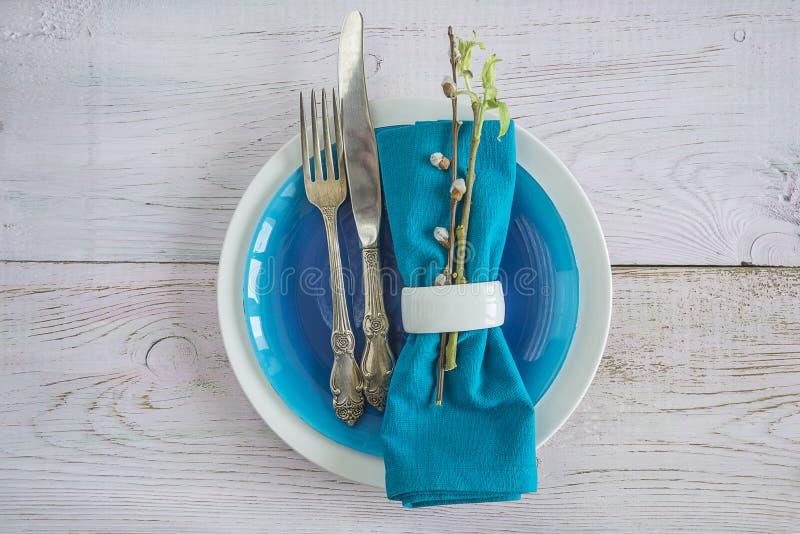 Сервировка стола весны с хворостинами вербы стоковые изображения rf
