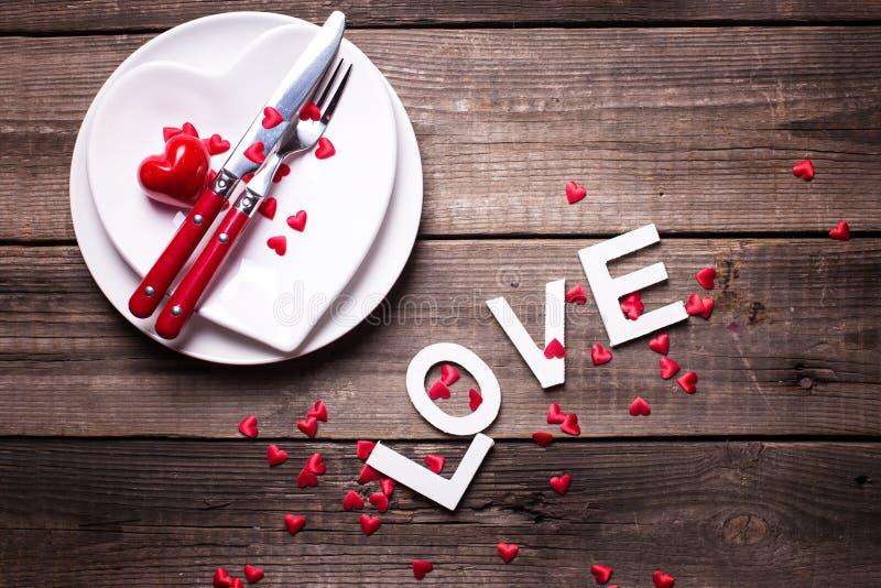 Сервировка стола дня валентинки St стоковое изображение rf