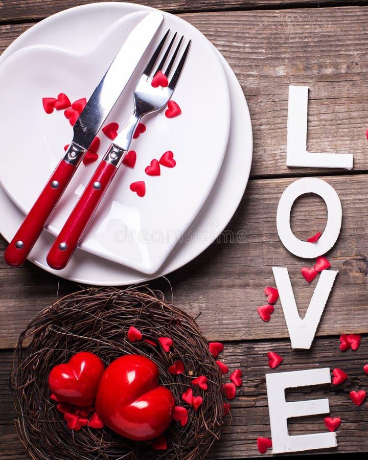 Сервировка стола дня валентинки St стоковое фото rf