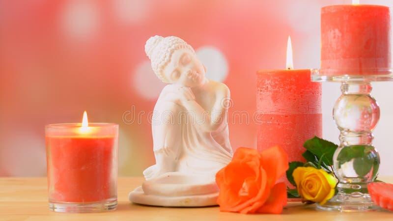 Сервировка стола курорта ароматерапии стиля Дзэн с Буддой и свечами с copyspace стоковое изображение