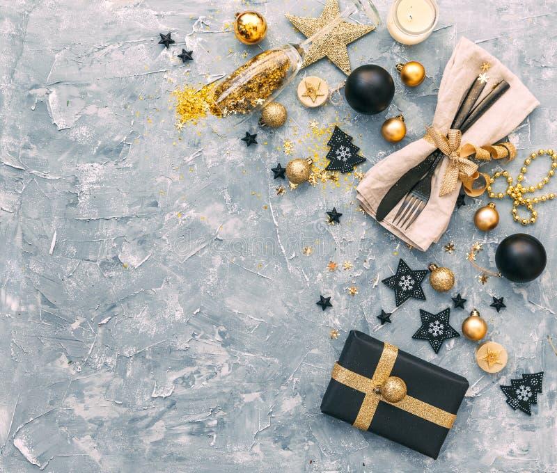 Сервировка стола места рождества или Нового Года Концепция обедающего стоковое изображение rf