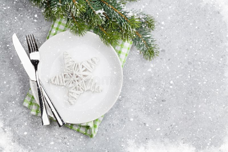 Сервировка стола рождества с плитой, silverware стоковое изображение rf
