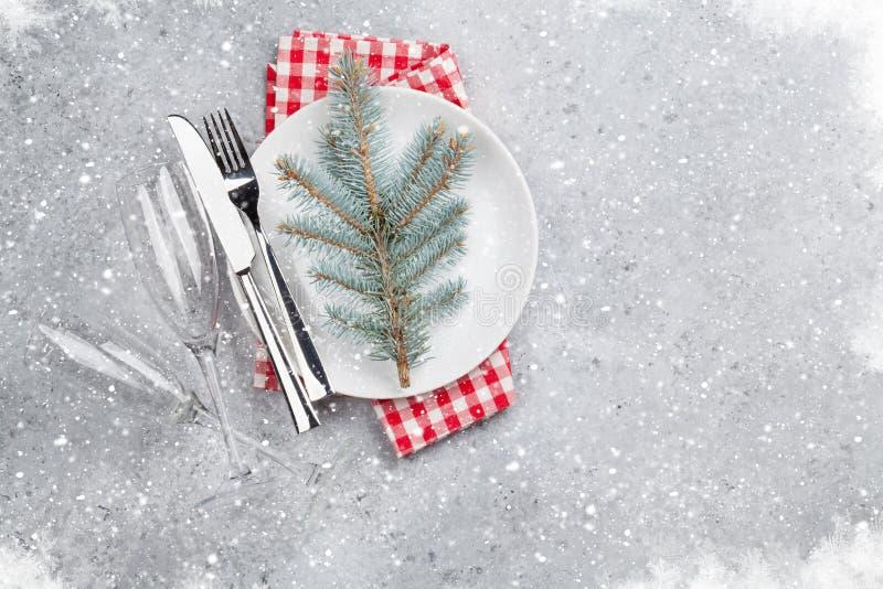 Сервировка стола рождества с плитой, silverware стоковая фотография