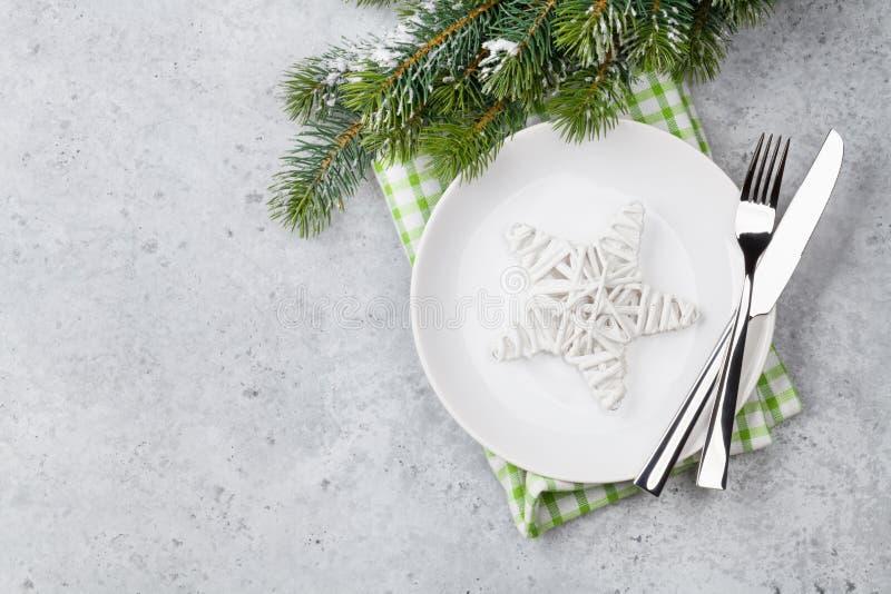 Сервировка стола рождества с плитой, silverware стоковое фото