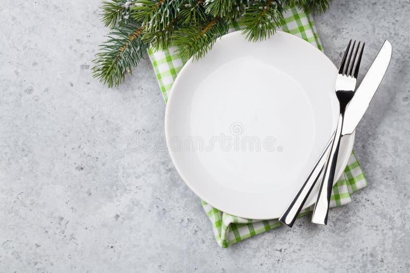 Сервировка стола рождества с пустой плитой, silverware стоковое изображение