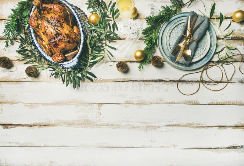 Сервировка стола торжества рождества или Нового Года, космос экземпляра стоковые изображения